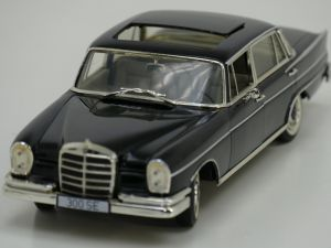 Schaal 1:18 Revell 9050 Mercedes 300 SE #944