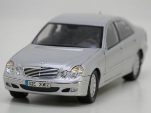 Schaal 1:18 Kyosho 09002SI Mercedes E-crass #946