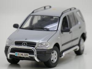 Schaal 1:18 Maisto 31847 Mercedes ML 320 #948